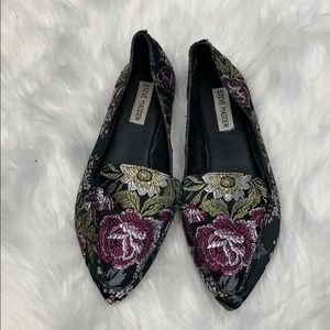 Steve Madden floral flats in great condition.